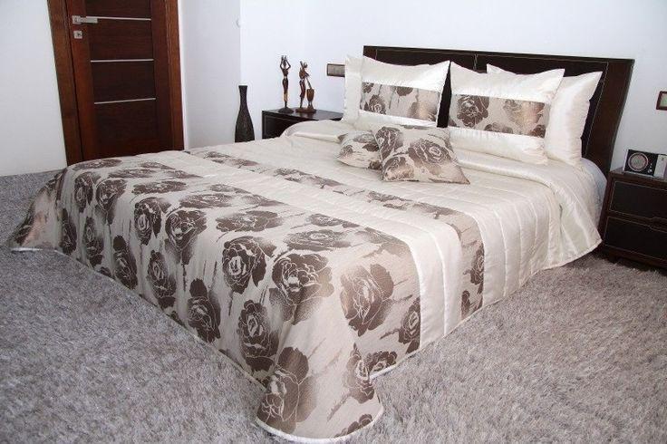 Moderní krémově béžový přehoz na manželskou postel s květinovým vzorem