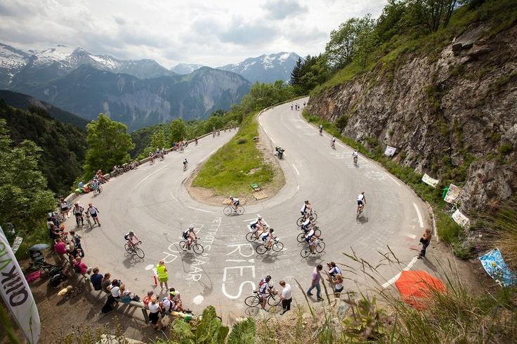 Een schitterende foto van Bocht 6 tijdens Alpe d'HuZes. Deze foto is gemaakt door Alpe d'HuZes fotograaf Tjitske Sluis.