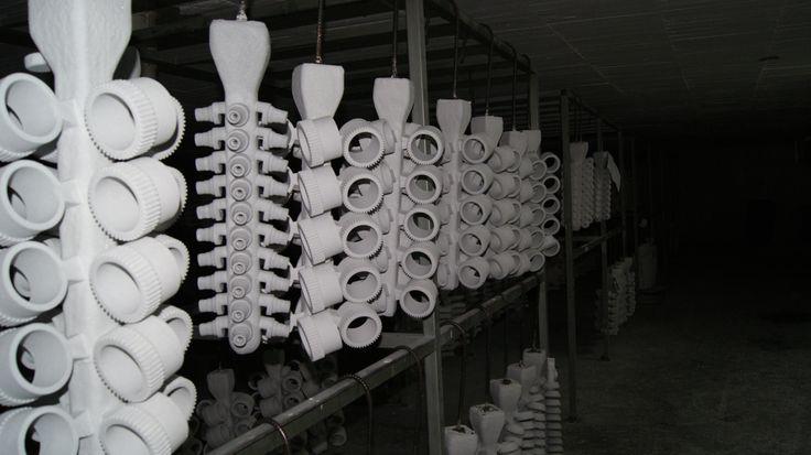 Las ventajas de este proceso para la colada de metales con altas temperaturas de fusión que no pueden ser moldeados en arena.  Conoce más en: http://www.radver.com/procesos/investment-casting-fundicion-a-la-cera-perdida.html