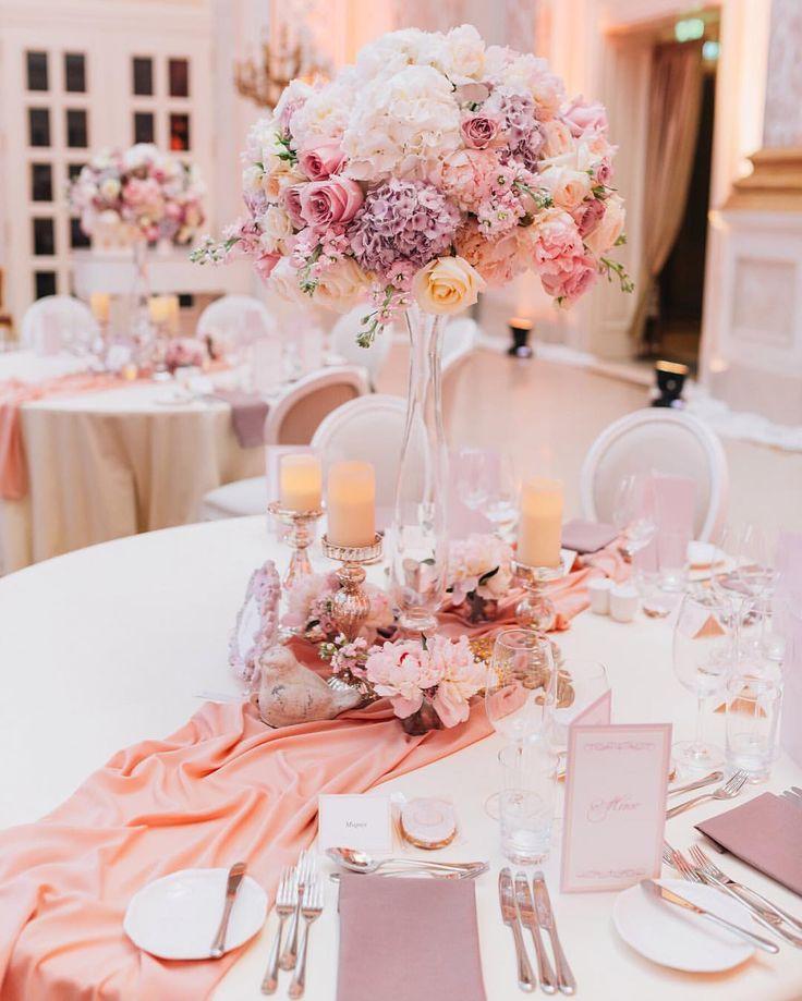 279 отметок «Нравится», 3 комментариев — Wedding agency (@dergousova_agency) в Instagram: «Высокие цветочные композиции на столах всегда добавляют утонченности и изысканности. Организация и…»