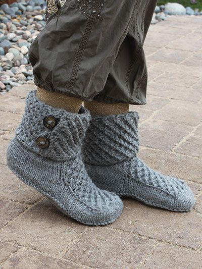 Free knitting pattern for Walk of Fame Slippers - free with registration More