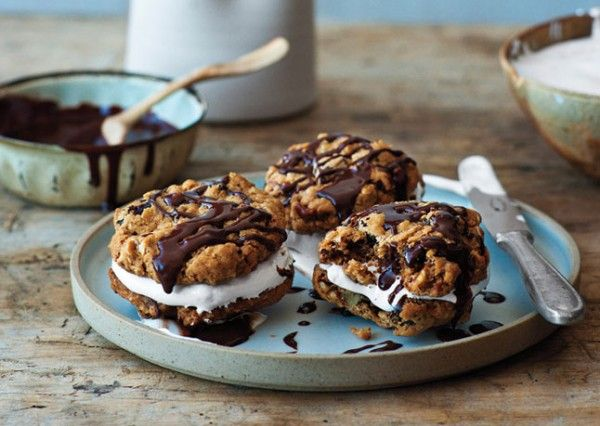 Chocolate-Oatmeal Sandwich Cookies: Chocolate Oatm Moon, Oatmeal Moon, Chocolates Cakes, Chocolates Oatm Moon, Pies Recipes, Bon Appetit, Chocolates Oatmeal, Chocolateoatm Moon, Moon Pies