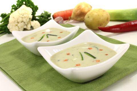 Courgettesoep met boursin en verse groenten