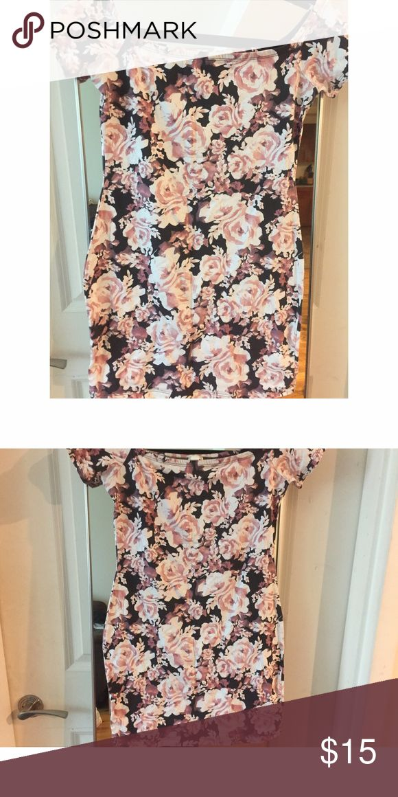Floral Bodycon Dress Sexy floral bodycon dress. Used but in good condition. Garage Dresses Mini