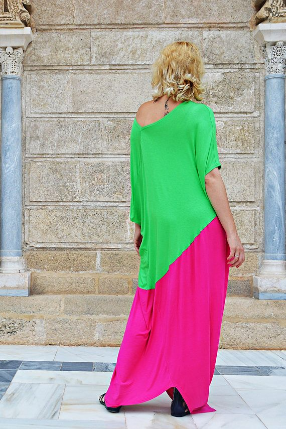Extravagant bicolor kaftan made of the finest viscose! Playful, comfortable and one-of-the-kind, this summer maxi dress is so fun to wear and it will brighten up your wardrobe! Feel the Andalusian air with this statement maxi dress. The mix of bright green and pink will for sure turn heads and the incredible soft fabric will make you feel incredibly good even at very high temperatures. Care instructions: Wash at 30 degrees  The model in the picture is size S.  Can be made in ALL SIZES.  If…