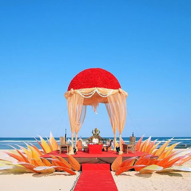 Not all weddings must be white. Photo via The Bride Story at Grand Hyatt Bali.
