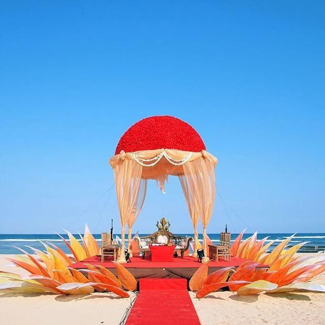 Not all weddings must be white. Photo via The Bride Story at Grand Hyatt Bali.
