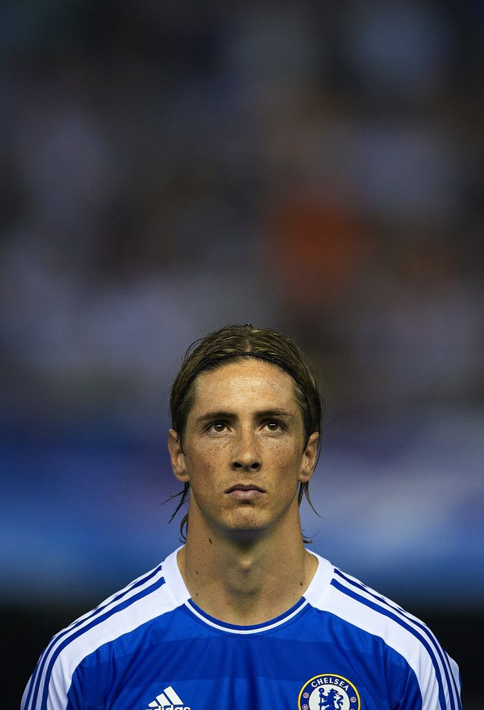 Fernando Torres Photos Photos - Fernando Torres of Chelsea looks on before the UEFA Champions League Group E match between Valencia CF and Chelsea at Estadio Mestalla on September 28, 2011 in Valencia, Spain. - Valencia CF v Chelsea FC - UEFA Champions League