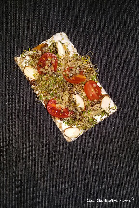 Wasa al sesamo con yogurt greco, germogli di erba medica, pomodori datterini, mandorle, semi di canapa e aceto balsamico ----- Wasa Sesame with greek yogurt , alfalfa sprouts , cherry tomatoes , almonds , hemp seeds and balsamic vinegar