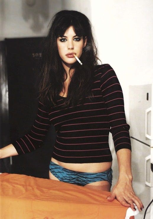 Liv Tyler- perfect girl The 'at home' look.