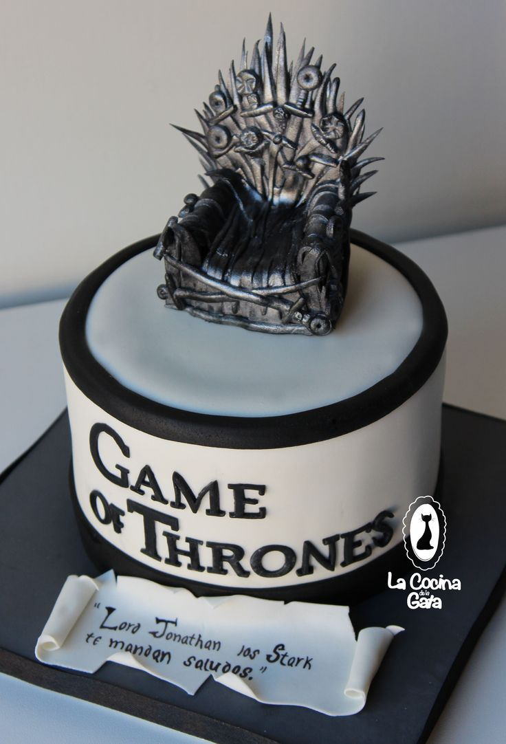 Tarta GAME OF TRONES. Bizcocho de chocolate relleno de swissmeringue buttercream de oreo. Game of trones cake. Juego de tronos. Fondant.‪