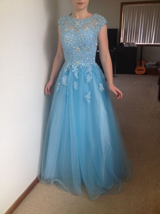 Charming Prom Dress,Tulle Prom Dress,Appliques Prom Dress,Appliques Prom Dress P672