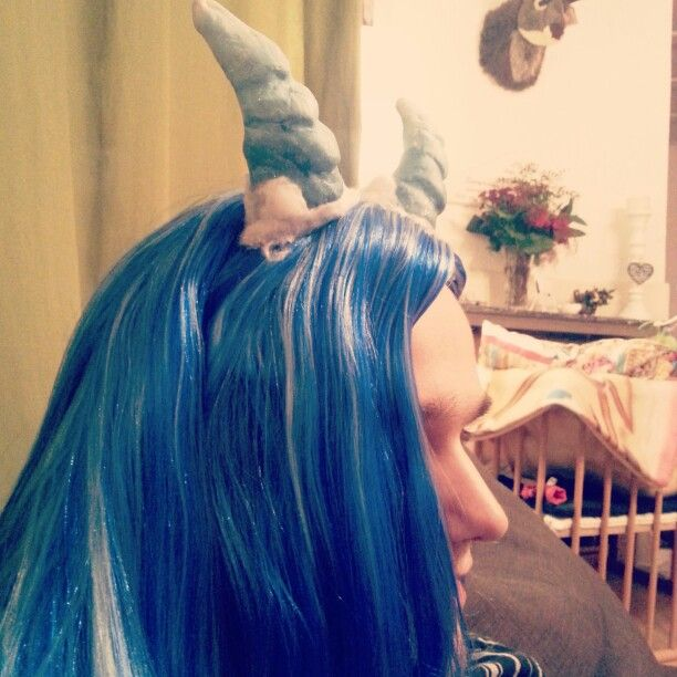 Demon silver #manga #illustratie #boeken #tekening #manuscript #cosplay #demonic #horns #ice #waterprins #blauw #wig #blue #demon #tail #devil