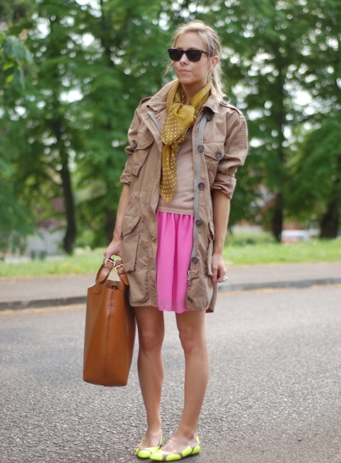 Cute for early fall. For some reason I'm really liking coats.: Dress Casual, Street Style, Outfit, Style Wear, Colored Skirt, Style Fashion