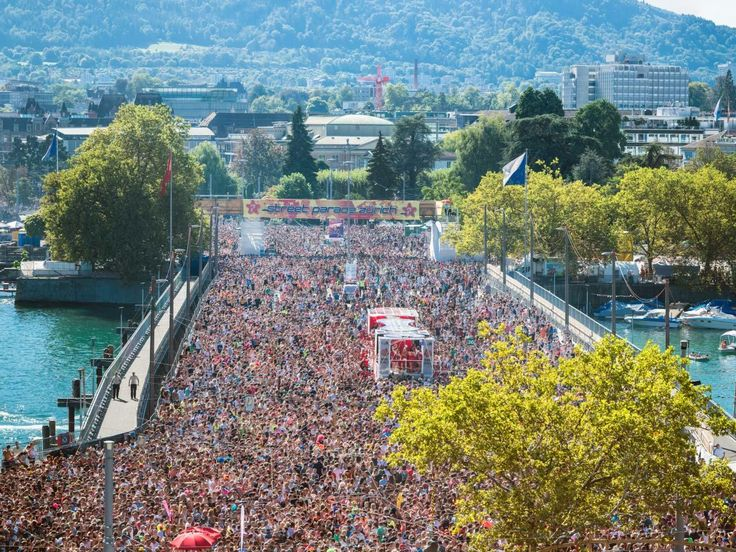 Street Parade – The World's Largest Techno Party in Zurich   zuerich.com