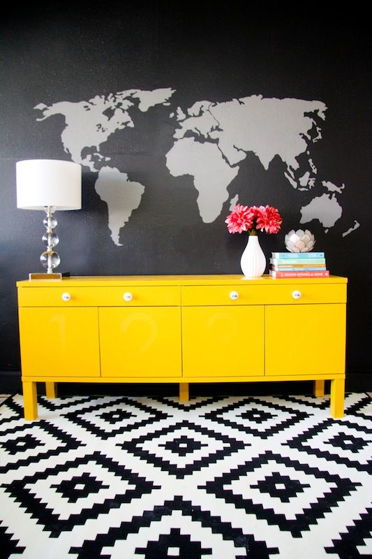 yaaas. Statement rug, map on the wall and a brightly painted credenza. Gimme.
