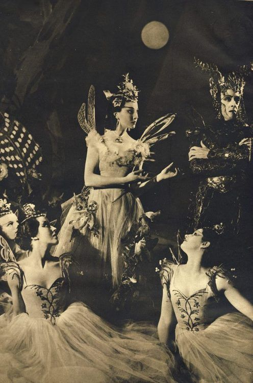 Vivian Leigh as Titania, 'Midsummer Night's Dream'  this gives some details on the fairy characters costumes