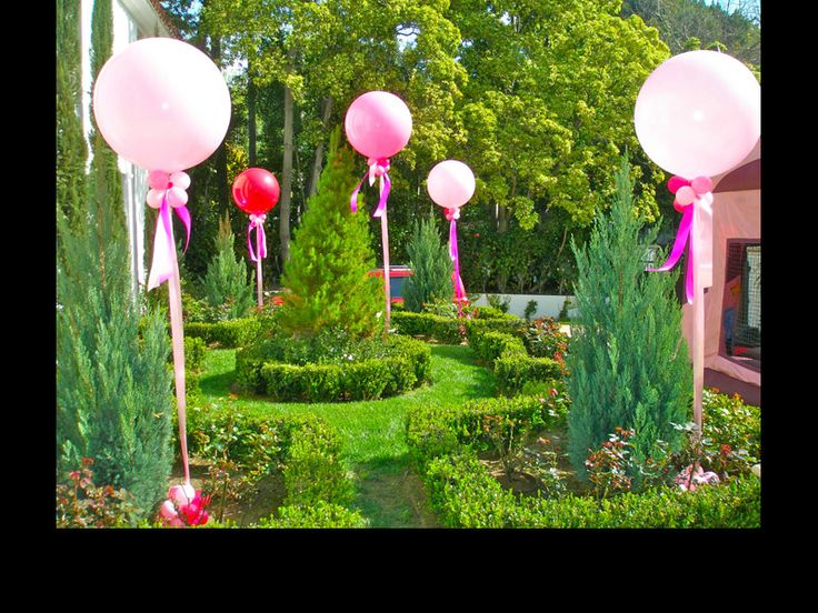 6 Ideas for a Summer Wedding / Mitzvah / Party - Big, Oversized Balloons for Garden Party - mazelmoments.com