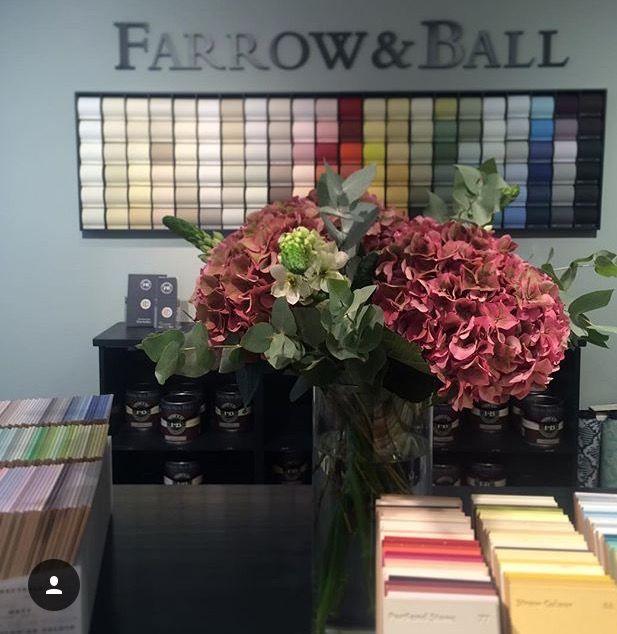 Färg från Farrow & Ball och Little Greene. Miljövänlig och dryg färg i matta trendiga kulörer.