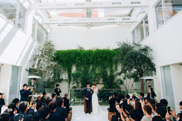 Eneko Tokyoで挙げるモダンなファミリー婚 Urban Casual Wedding リナさんの挙式 披露宴ハナレポ ウエディングパーク 挙式 披露宴 チャペル