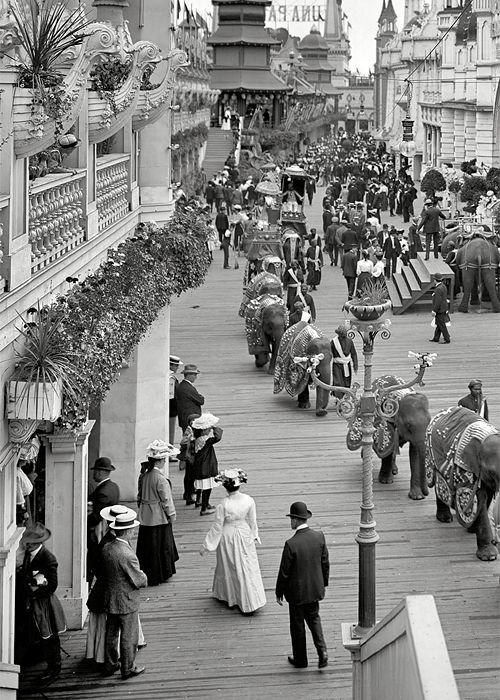 New York circa 1905. Coney Island - Luna Park promenade.