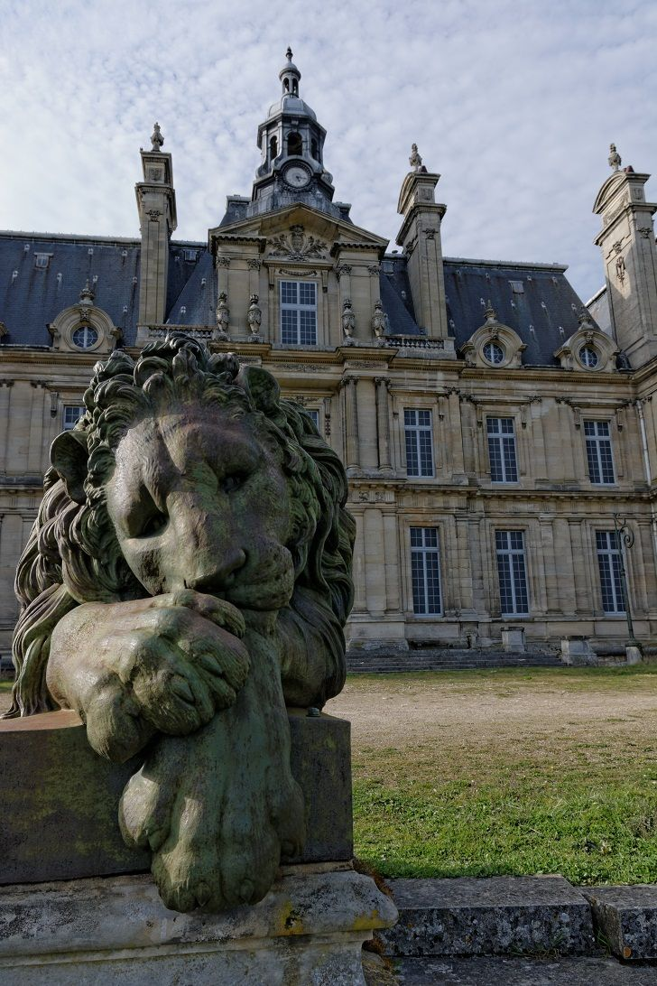dormitory = Chateau a large French country house or castle