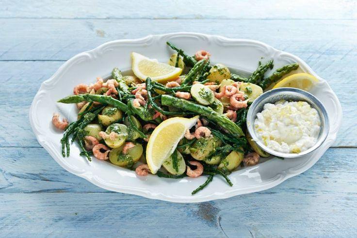 Proef de zilte smaak van zeekraal in deze milde aardappelsalade met dilledressing. - Recept - Allerhande