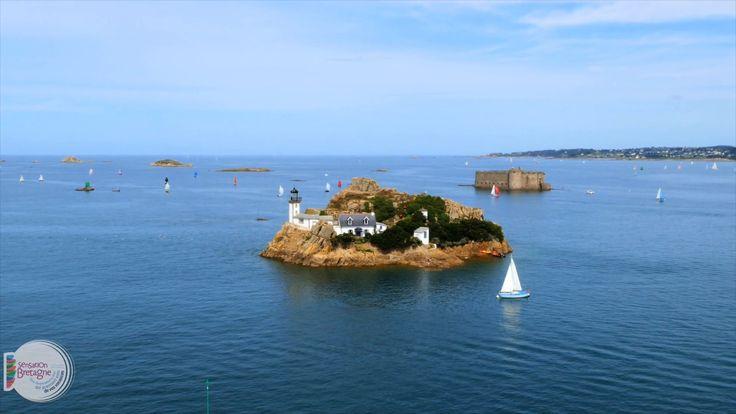 Carantec vue d'en haut ! Volez au-dessus de Carantec, en Baie de Morlaix, Finistère, Bretagne Flying over Carantec, Morlaix Bay, Brittany