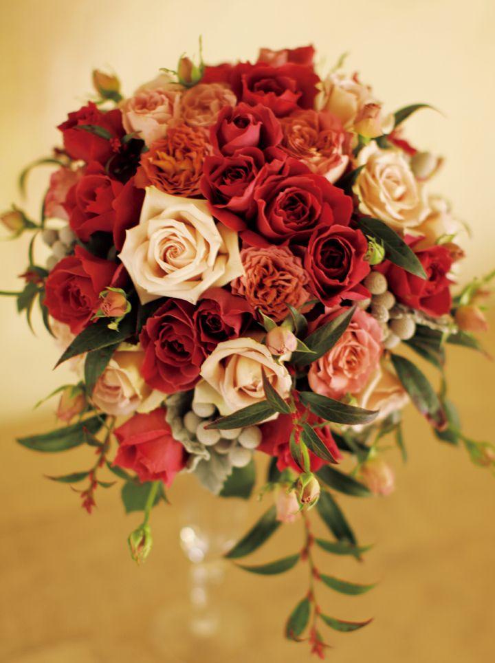 紅茶色のバラで彩られたクラシックブーケ