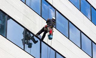 jasa pembersih kaca gedung 081-2299-1696