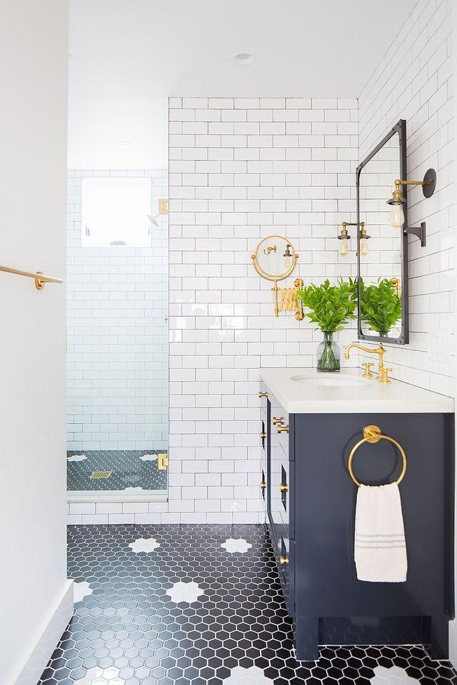 Small Lot Modern Farmhouse Home Bunch Interior Design Ideas Bathroomstyledesign Bathroom Interior Design Bathroom Design Hex Tiles Bathroom