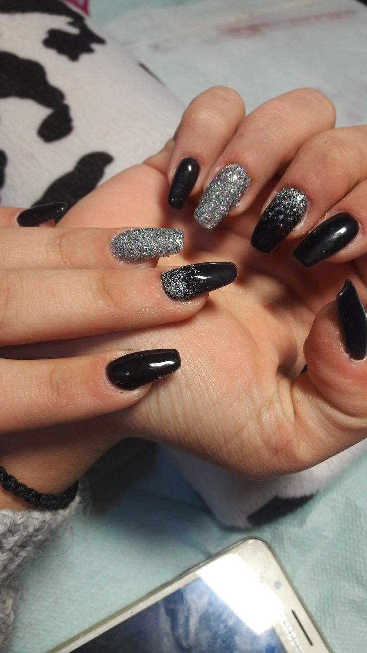 Black nails with ombre glitter