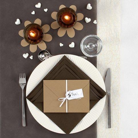 Borddækning og bordpynt i brune farver