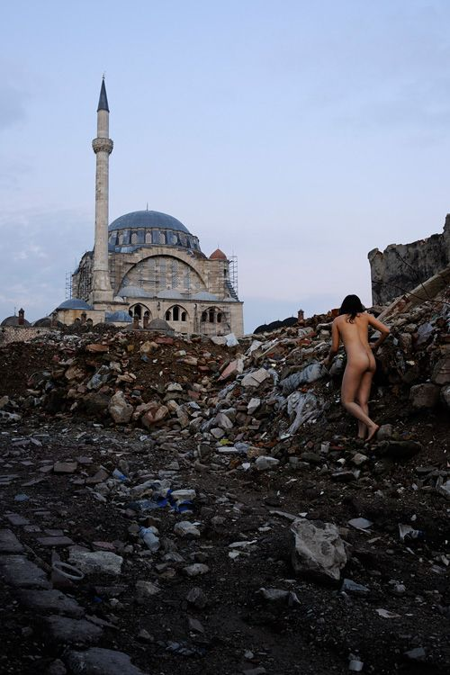 Sulukule, Istanbul (from Miru Kim's series Naked City)