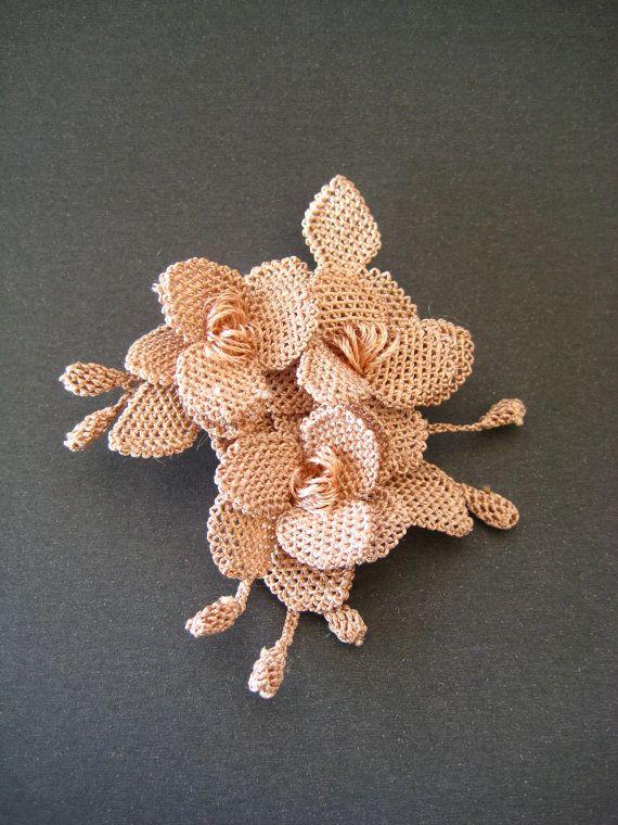 crochet flower brooch, turkish oya brooch, handmade brooch, jewelry handmade,floral brooch,bridesmaid gift,gift for her,OOAK