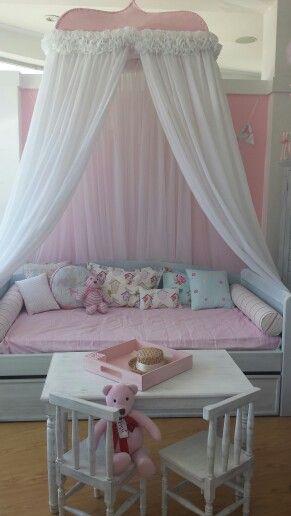 Cama de día vintage con pabellón xl divino! Qué niña no querría esta cama #recamara #niña #room #DreamsAvenue