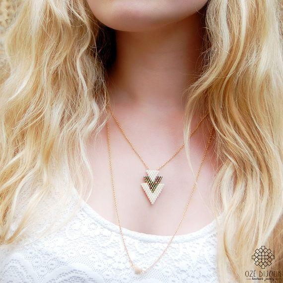Collier Arrow en perles Miyuki couleur ivoire et fine par OzeBijoux