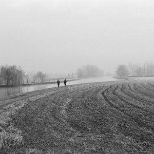 LAUFTIPPS - Baby it's cold outside    Reicht der Fleece Hoodie oder doch lieber die Softshell Jacke und muss es wirklich immer extra Funktionsunterwäsche sein? - Was Ihr beim Laufen am Besten anzieht und warum erkläre ich Euch in einem meiner ersten Beiträge.    #lauftipps #laufen #läuferin #runner #runnergirl #fitgirl #fitness #winter #nature #laufbekleidung