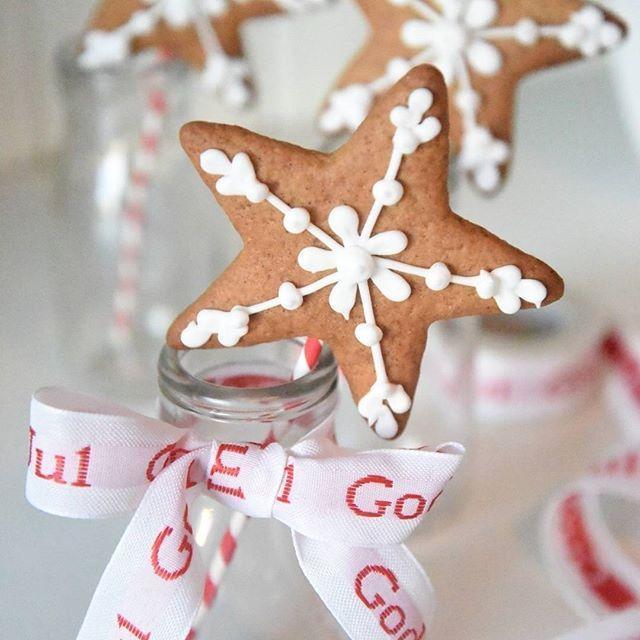 Gingerbread cookies on a stick  Nå på bloggen: WOW en goodiebag til kr. 10.000! Det får meg faktisk til å tenke litt. For et år siden spiste vi mat fra rema 1000 som var gått ut på dato.  Lese alt?  www.annebrith.no  #annebrith #tanker #reflekterer #hvaerviktigilivet