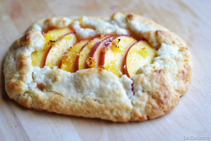 Peach Crostata - it's way easy to make! And it looks so lovely! You ...