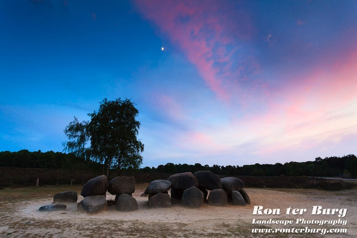 Het hunebed van Havelte in de avond. The dolmen of Havelte in the evening.