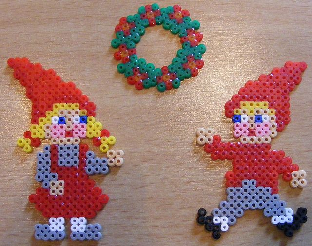 wreath and elves  (square and circle board)