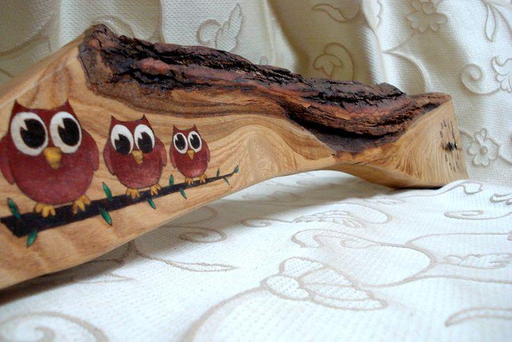 Orologio in legno di castagno decorato. www.bottegamastrociliegia.it