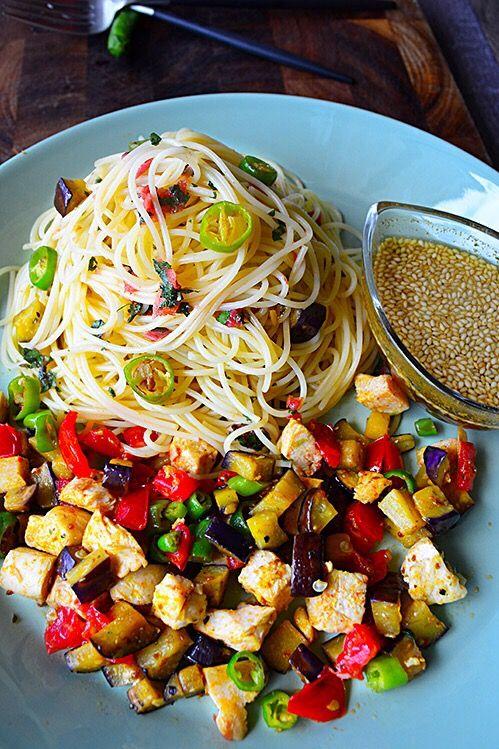 金魚の肴2015イチオシ夏麺その8 ガーリック野菜鶏としそ梅冷やしカレーパスタ 豊菜JIKAN - 元バーテンダーの家バルレシピ 金魚の肴