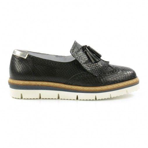 Een paar platform loafers mag dit seizoen niet ontbreken in de garderobe van een ware fashionista. Deze zwarte loafers uit de Sacha