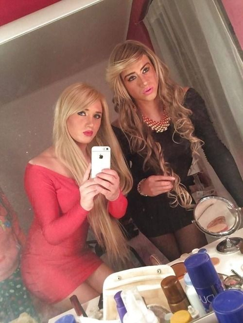 Naughty tranny enjoys herself