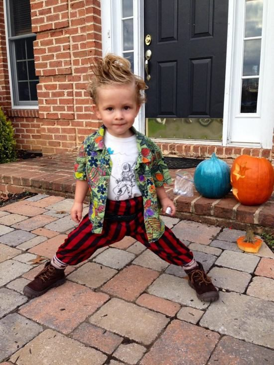 I don't like Jim Carrey, but I love this costume on this kid.