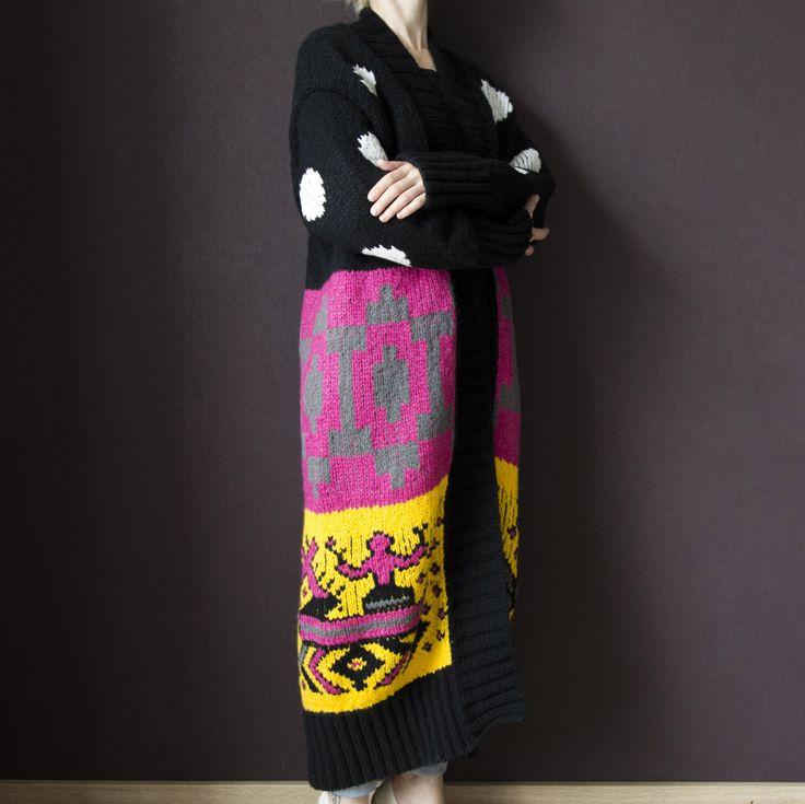 Для Ники мы связали объемный полушерстяной кардиган в стиле TakOri. Такой классный большой кардиган - мега-тренд этой осени! Ручная работа, конечно! И да, мы можем повторить это изделие, даже в других цветах по Вашему желанию.   #frautag_knittingfamily #кардиган #кардиганназаказ #такори #вязаниеназаказ #вяжемназаказ #большойкардиган #объемныйкардиган #вязаноепальто #мывяжем #вязание #ручнаяработа #ручноевязание #knitting #handknitting #cardigan #takori #style #trend