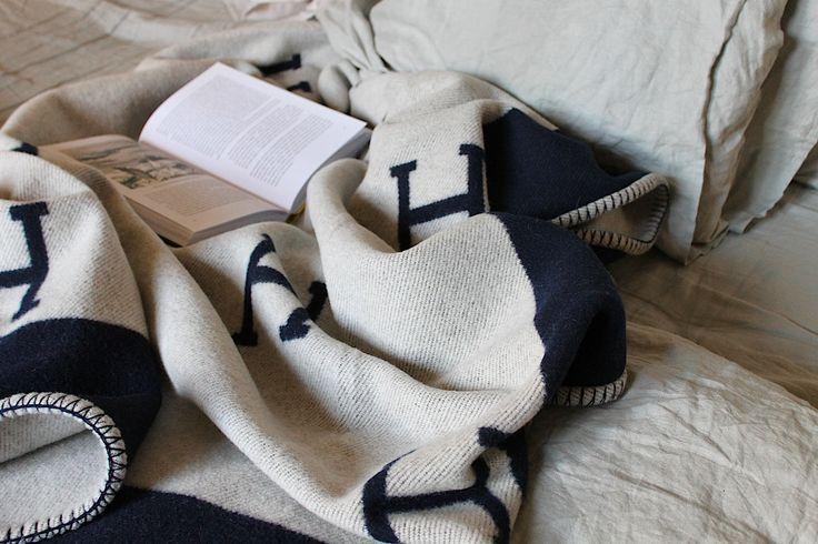 Hermes blanket <3 grey-white - black-white or blue-white http://finland.hermes.com/house/art-of-living/avalon-blankets/jete-de-canape-avalon-2370.html?nuance=13