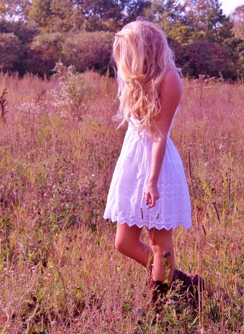 Love this look! Just something about white dresses and boots that never fails to look good.